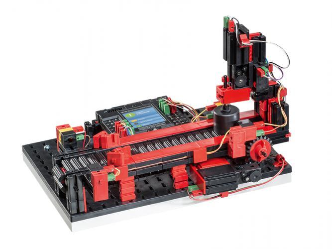 Stanzmaschine mit Transportband 9V - Simulation