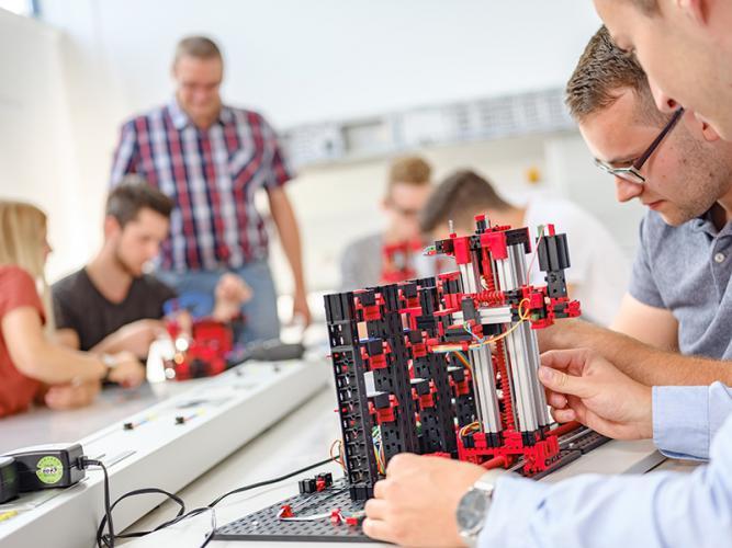 Automatisiertes Hochregallager 9V - Education